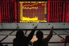 Investors point at an electronic board showing stock information at a brokerage house in Hefei, Anhui province February 6, 2009. REUTERS/Stringer