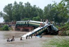 Pakistan Army soldiers and rescue workers conduct search operations at the site after a train fell in a canal near Gujranwala, Pakistan, July 2, 2015. A train carrying hundreds of Pakistan military personnel and their families plunged into a canal on Thursday, killing 12 soldiers, when a bridge collapsed in what the army suspects was sabotage, officials said. REUTERS/Stringer