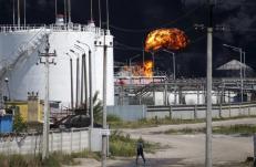 A fuel depot is seen on fire near Vasylkiv, Kiev region, Ukraine, June 10, 2015. REUTERS/Valentyn Ogirenko